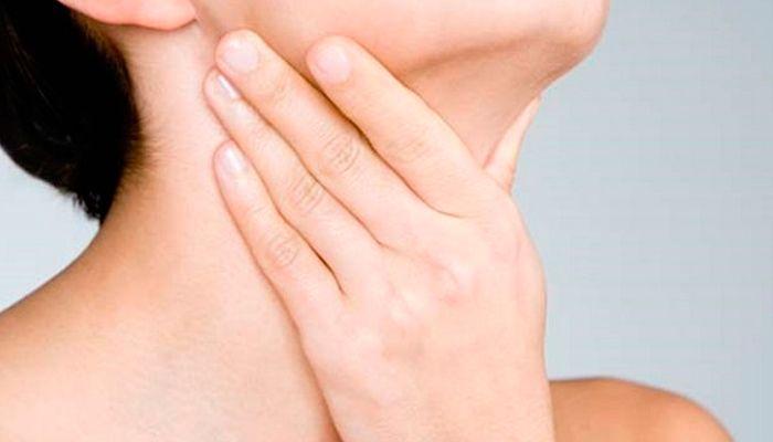 Чем опасны папилломы в горле и как их убрать?