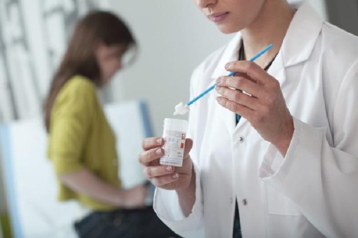 Для чего делать и где стоит сдавать мазок на ВПЧ, как быть при положительном результате и нужно ли повторять процедуру