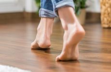 Причины возникновения и лечение вирусных бородавок на ступнях