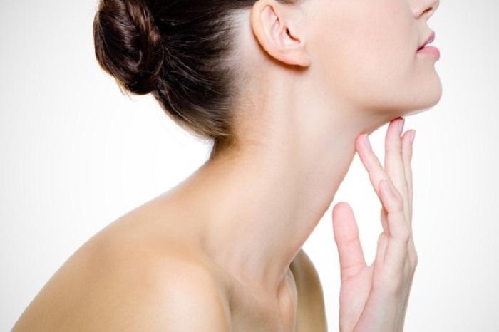 Эффективные методы лечения и популярные средства от папилломы на шее